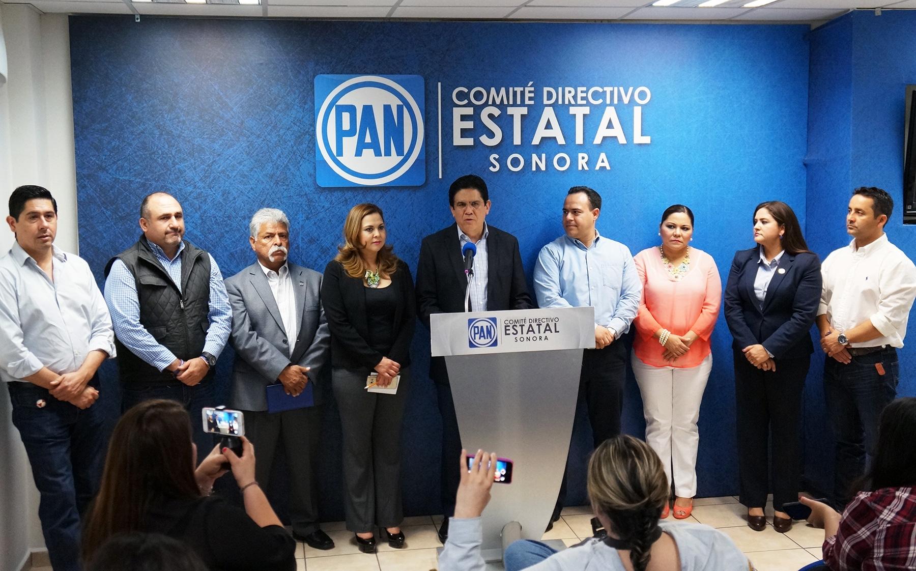 El Presidente del Comité Estatal, Leonardo Guillén y el líder parlamentario albiazul Moisés Gómez Reyna destacaron que cada vez es más importante en Sonora la construcción de consensos y acuerdos.