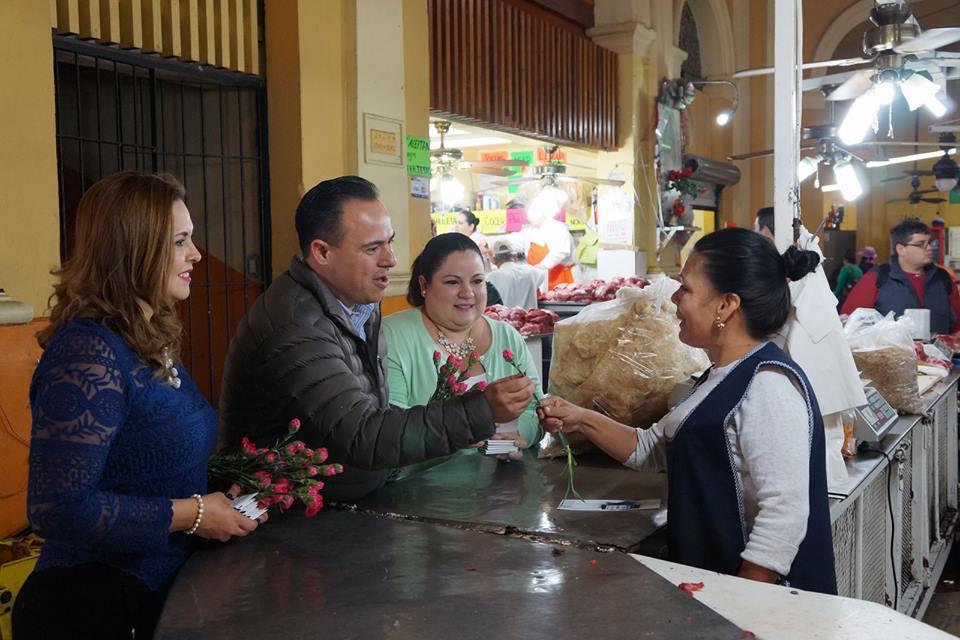 Leonardo Guillen acompañado de la Secretaria General y Secretaria de Promoción política de la Mujer del PAN Sonora
